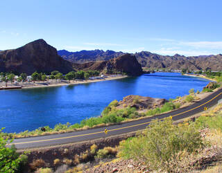 Weg langs Lake Havasu