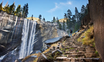 Waterval aan de Mist Trail in Yosemite National Park